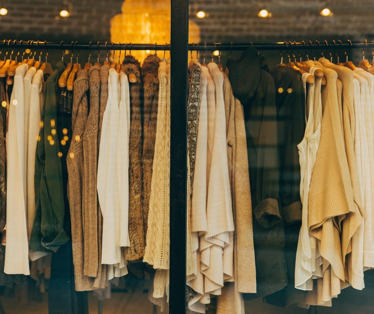 Várias empresas têm fornecido roupas recicladas, mas o preço não é tão interessante