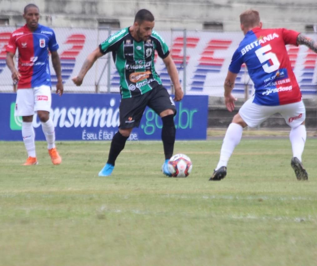 Maringá FC e Paraná Clube empatam em 2 a 2