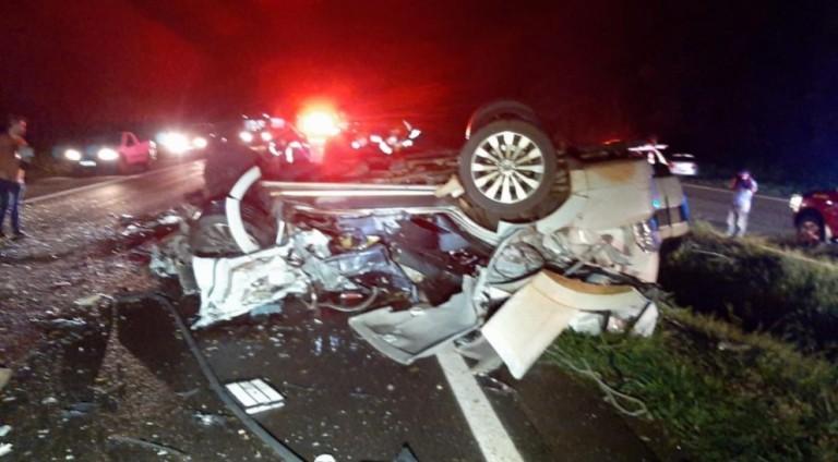 Caminhonete pega fogo em acidente e motorista morre carbonizado em Maringá