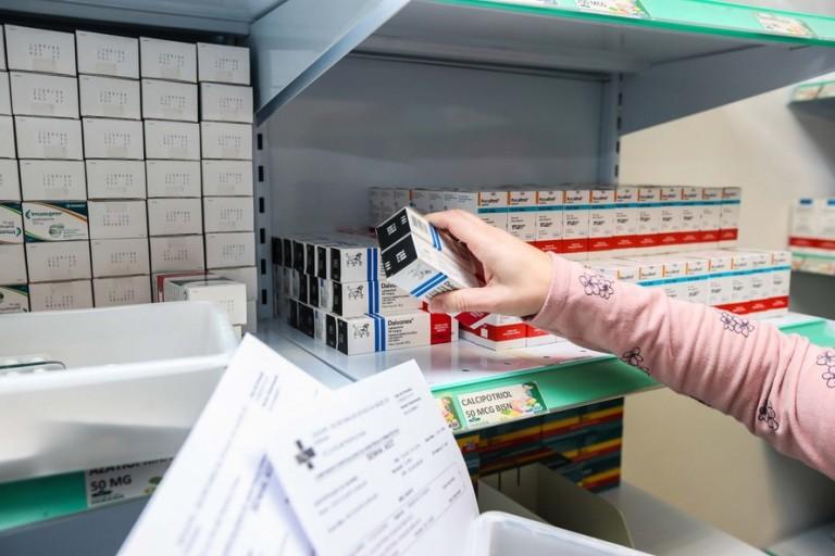 Preço de medicamentos para entubação triplicou por causa da demanda