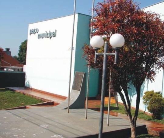 Prefeitura de Floresta tem vagas para cargos de todos os níveis de escolaridade