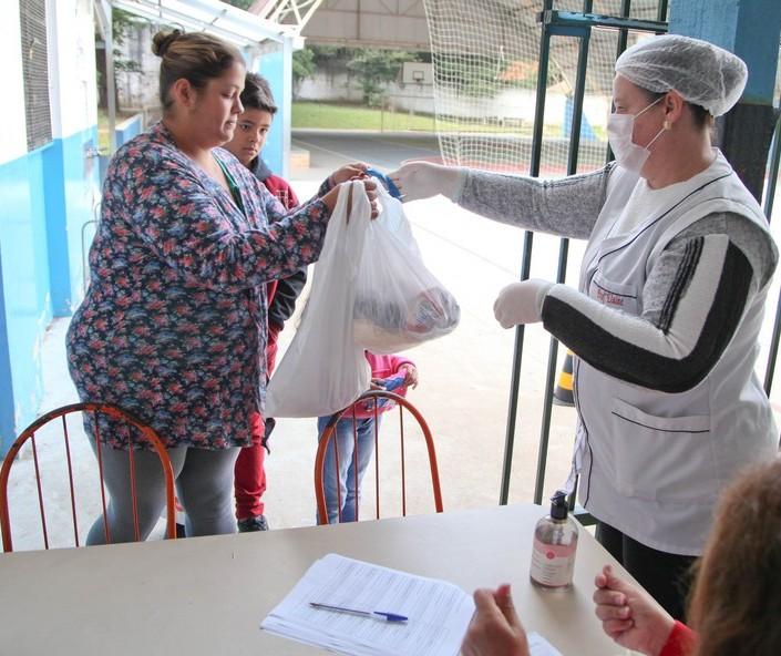 Mães de alunos da rede estadual querem informação sobre o kit merenda