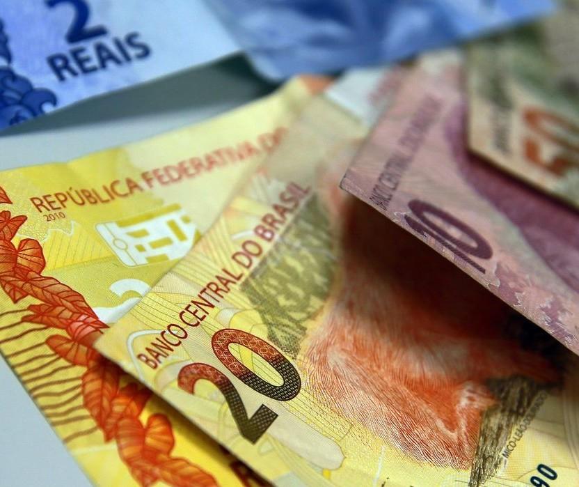 Quem deixou dinheiro na poupança nos últimos 12 meses perdeu 0,46%