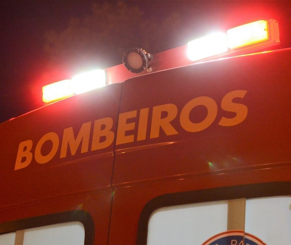 Após colisão, motociclista é arrastado por mais de 80 metros e morre