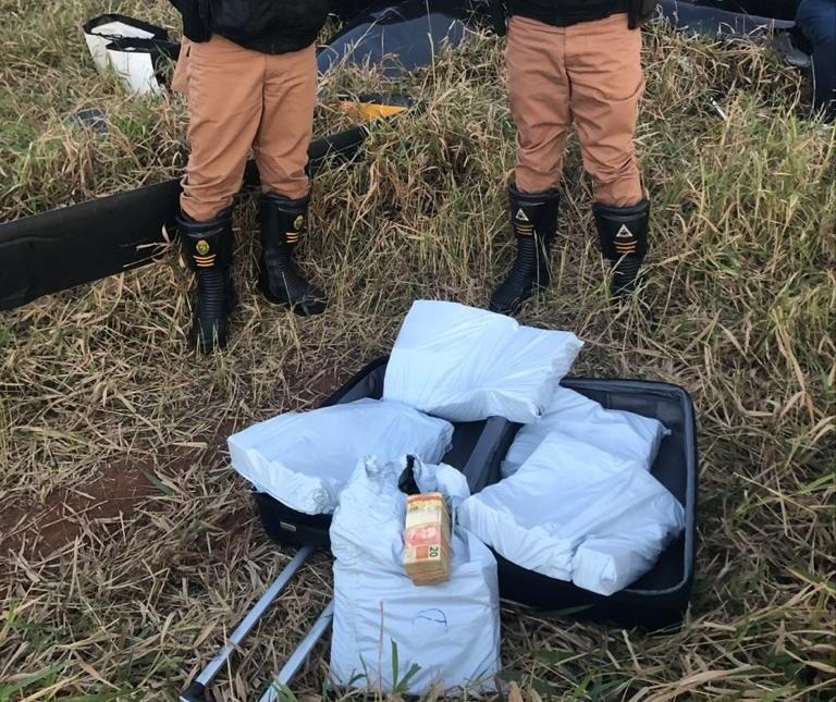 Polícia encontra mala cheia de dinheiro transportada em helicóptero