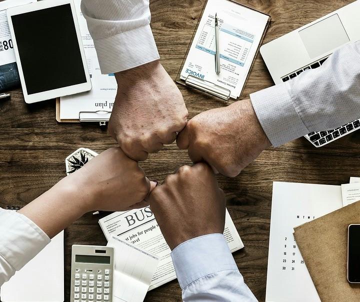 Contágio Social: relações influenciam nas finanças