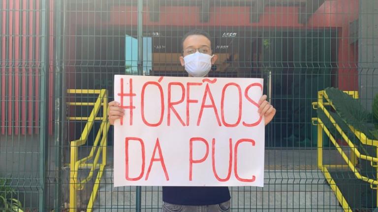 Estudantes da PUC protestam contra o encerramento de cursos presenciais no campus de Maringá