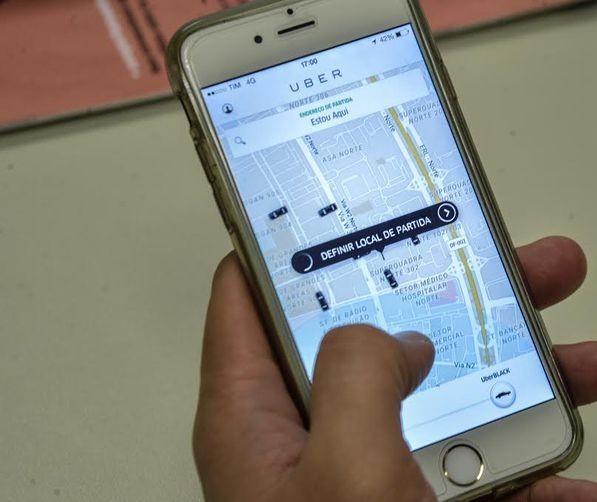 Brasileiros gastam em média 10% do orçamento com Apps de transporte