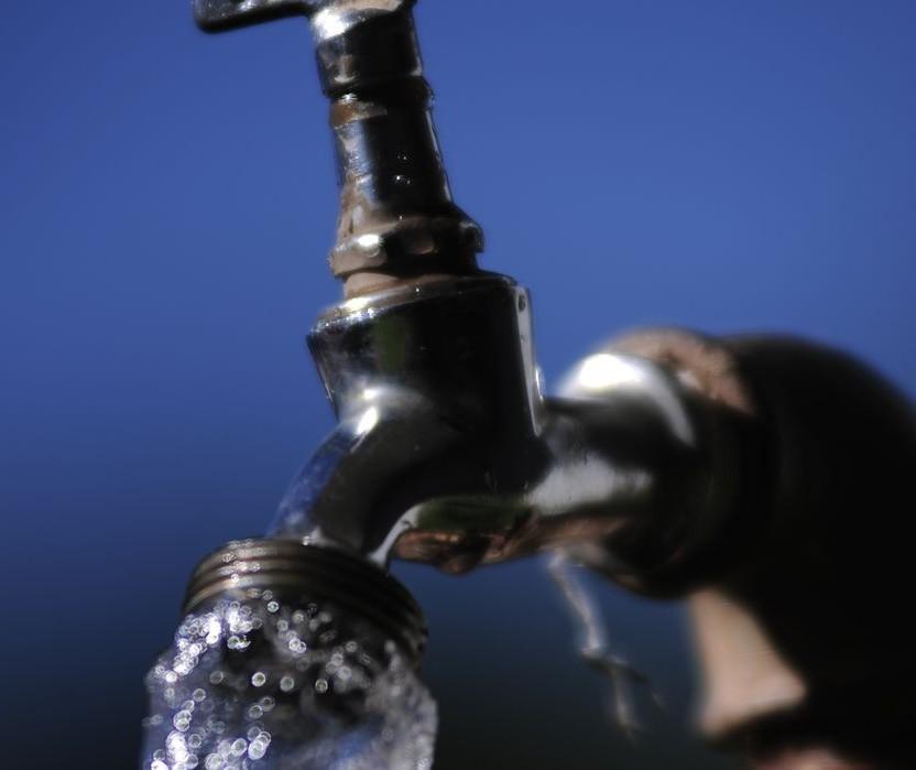Funcionários da Águas de Sarandi fiscalizam o uso de água nos fins de semana
