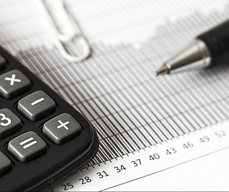 Taxas de juros e tarifas bancárias caem com avanço tecnológico