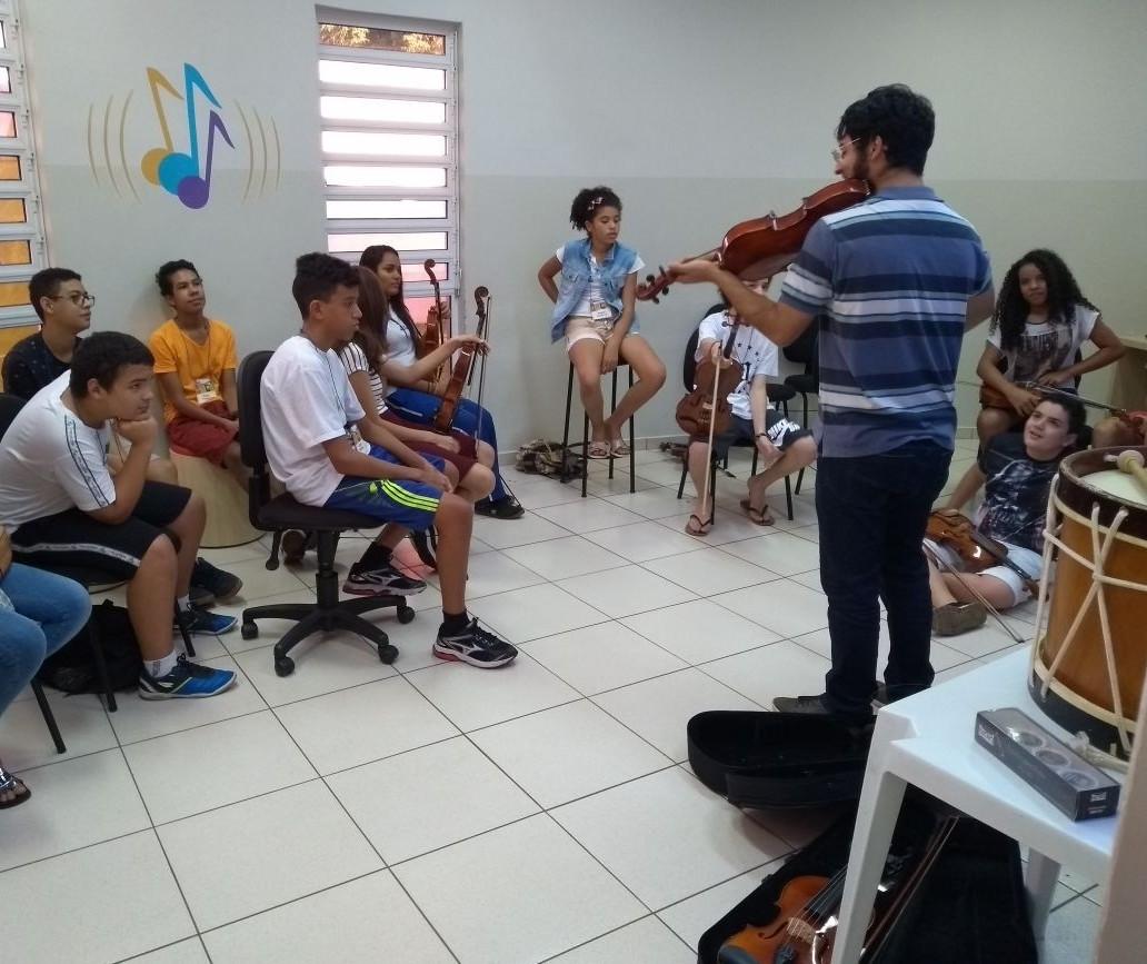 Sesc Maringá abre vagas remanescentes para curso de instrumentos musicais