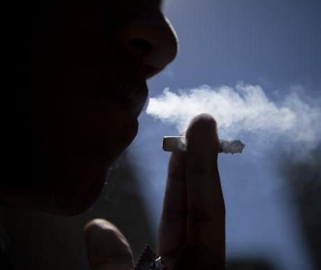 Paciente em tratamento diz que falta adesivo de nicotina na rede pública