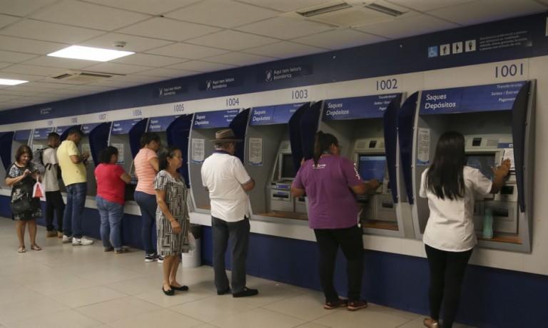 Procon de Maringá quer informações dos bancos