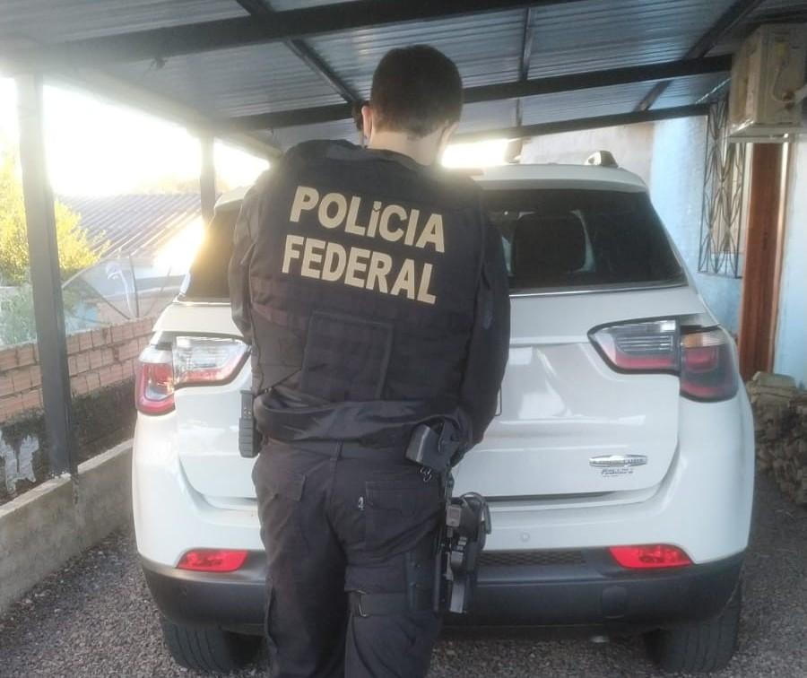 PF apreende veículos e bens de organização criminosa