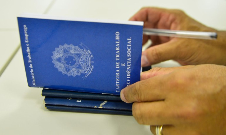 Emprego: Maringá inicia a semana com 193 vagas em 65 cargos