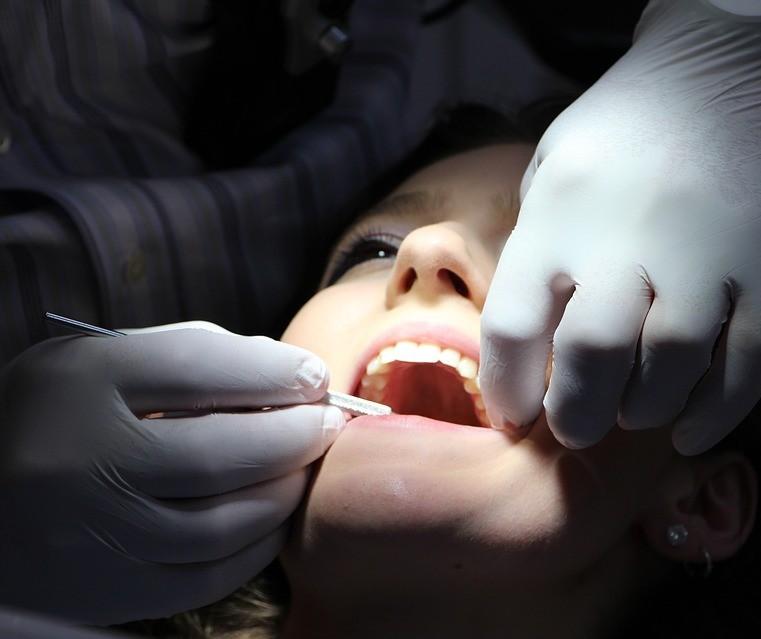 Instituição de ensino seleciona pacientes para tratamento dentário