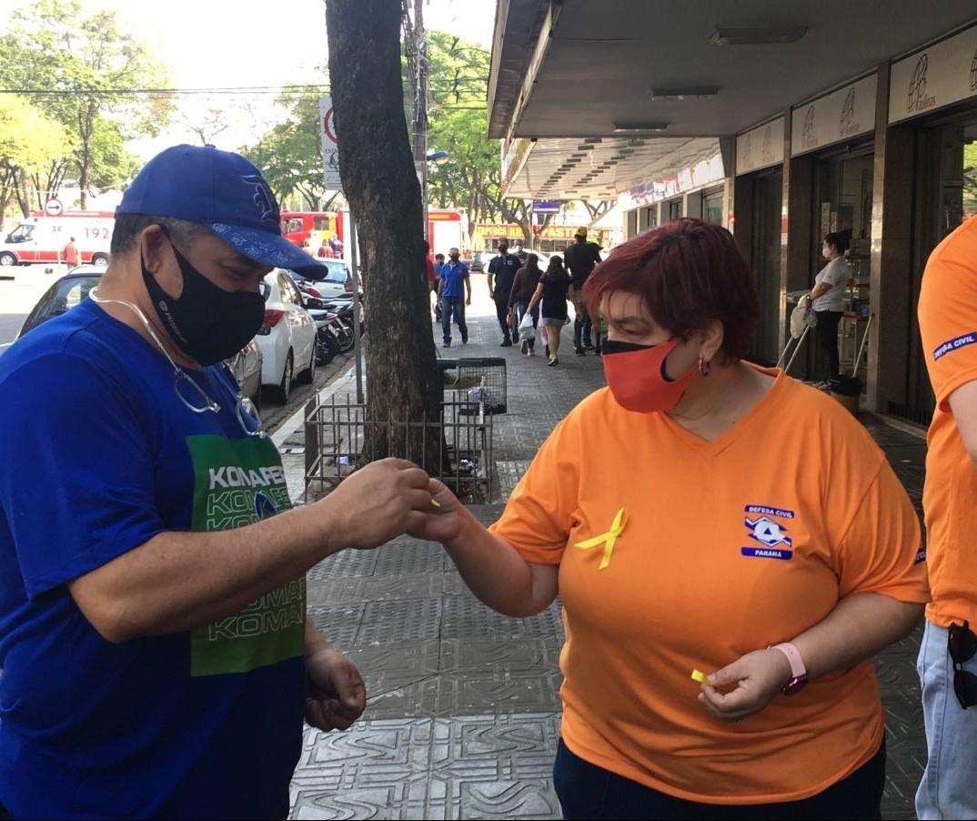 Guardas municipais distribuem bombons em ação de valorização da vida