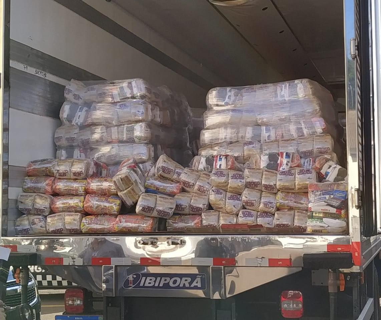 Rede de supermercados doa mil cestas básicas em Maringá