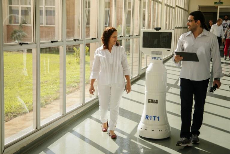 Robô do HUM auxilia no combate ao coronavírus