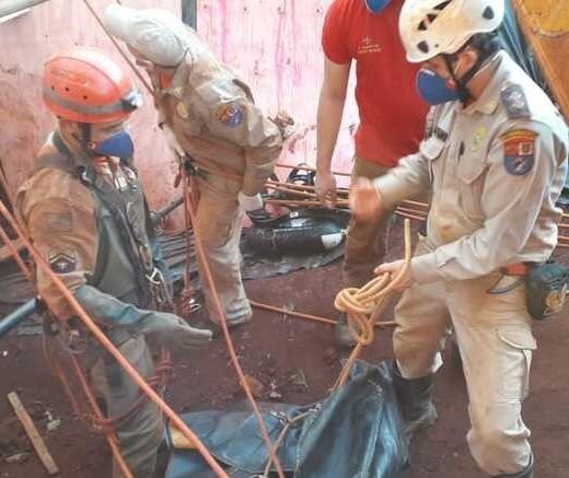 Após 4 dias de trabalho, bombeiros resgatam cadáver em poço em Campo Mourão
