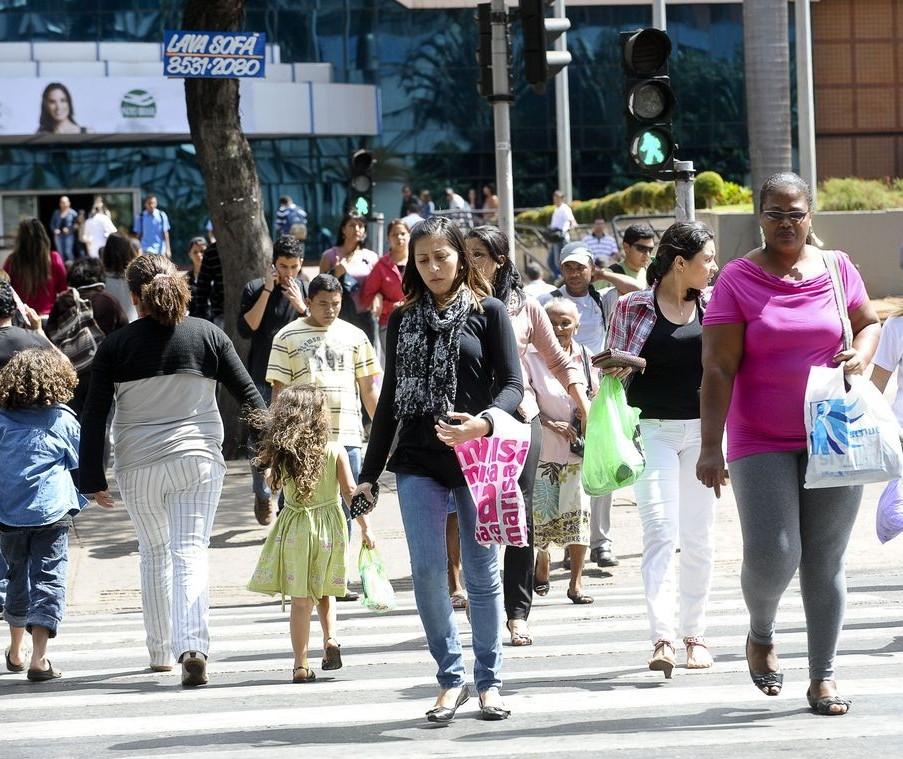 Desemprego no Brasil recua 0,7% pontos percentuais, diz IBGE