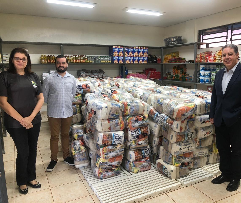 Operadora de plano de saúde doa toneladas de alimentos a entidades
