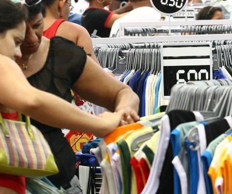 Comércio varejista sofre queda de 0,5%