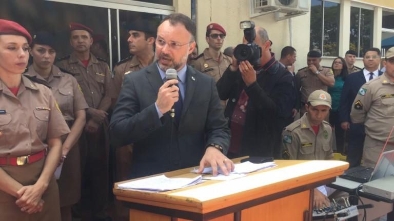 Secretário de Segurança Pública diz que acampar em frente à delegacia não resolve