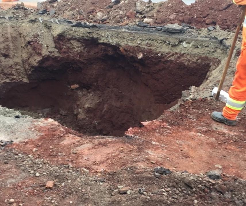 Cratera que causou interdição de pista já está fechada