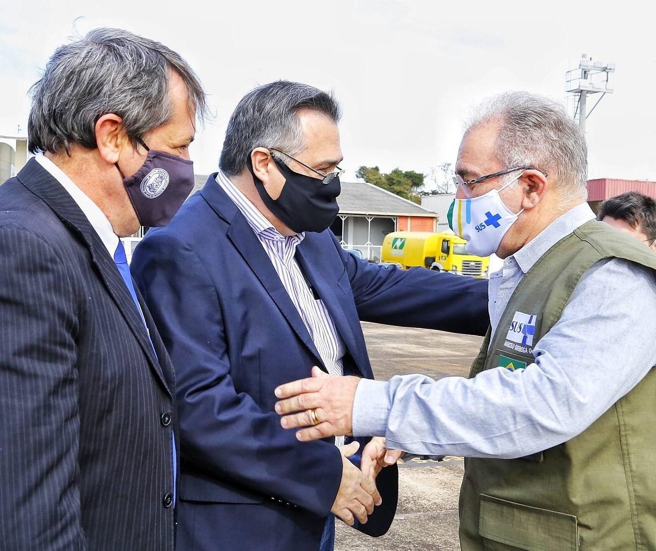 Municípios paranaenses de fronteira recebem doses extras contra Covid-19