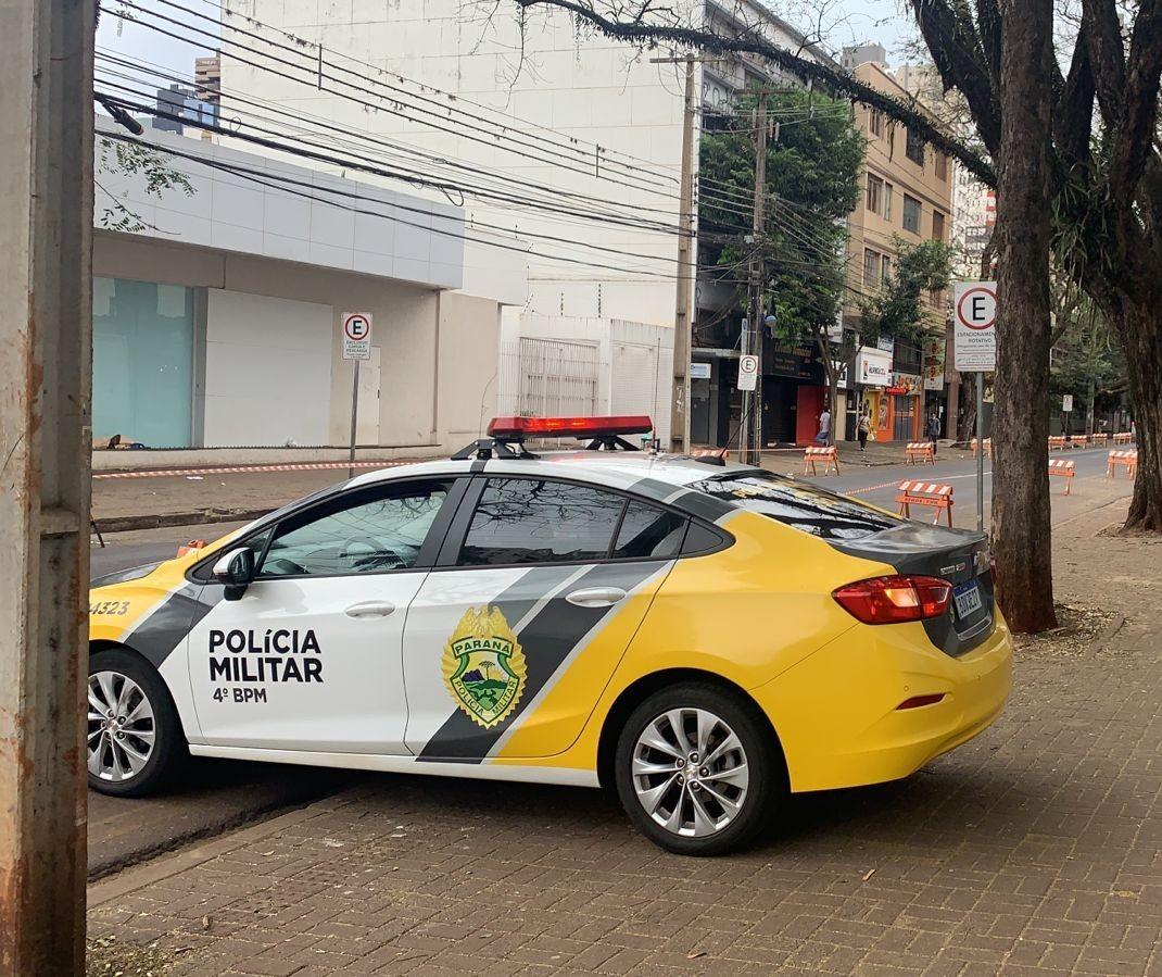 Semob e PM interditam trecho da Rua Santos Dumont em Maringá