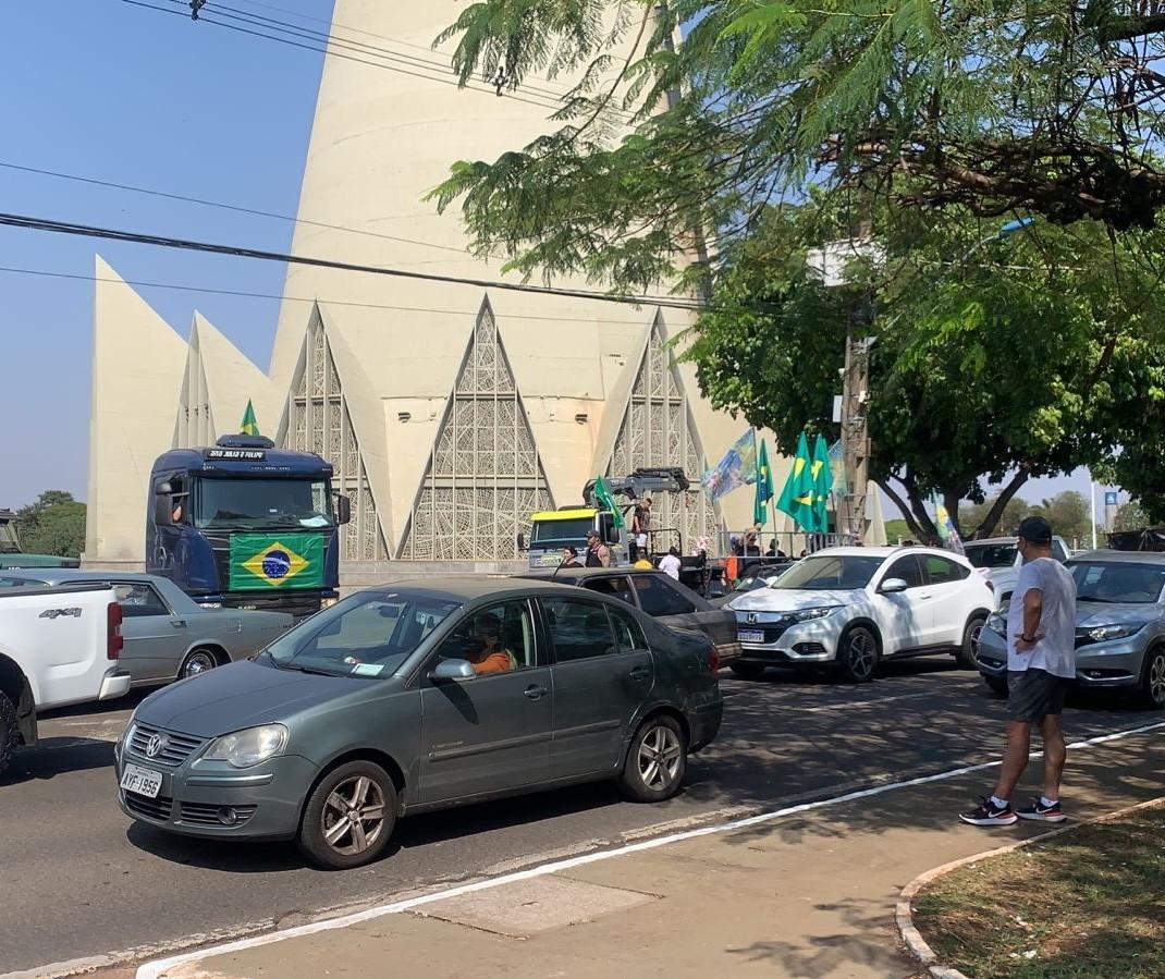 Manifestantes já se concentram no entorno da Catedral