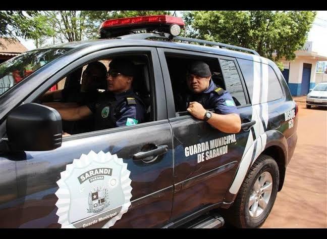 Suspeito foge da Guarda Municipal e bate carro a 140km/h