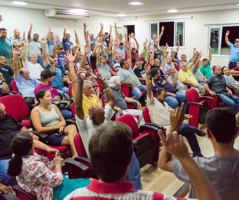 Motoristas aceitam proposta da prefeitura de melhoria salarial