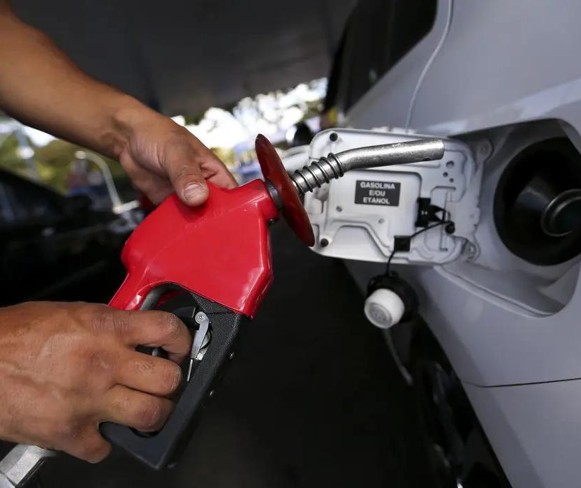 Preço da gasolina em Maringá está chegando aos R$ 6, indica pesquisa da ANP