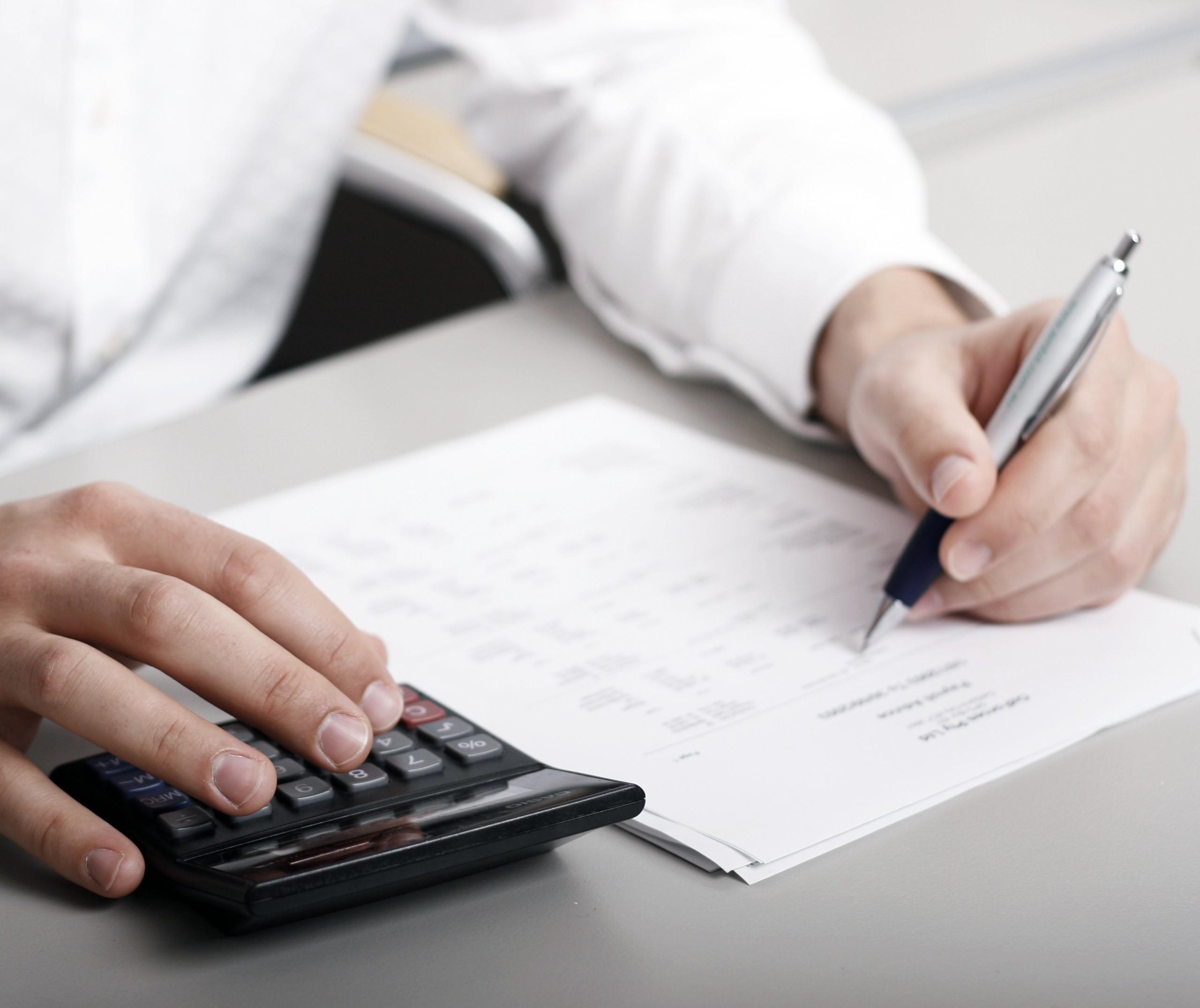 Escola, IPTU, IPVA: quando vale a pena antecipar pagamentos?