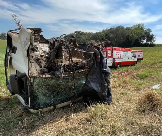 Cabine de caminhão se desprende em acidente e motorista fica gravemente ferido