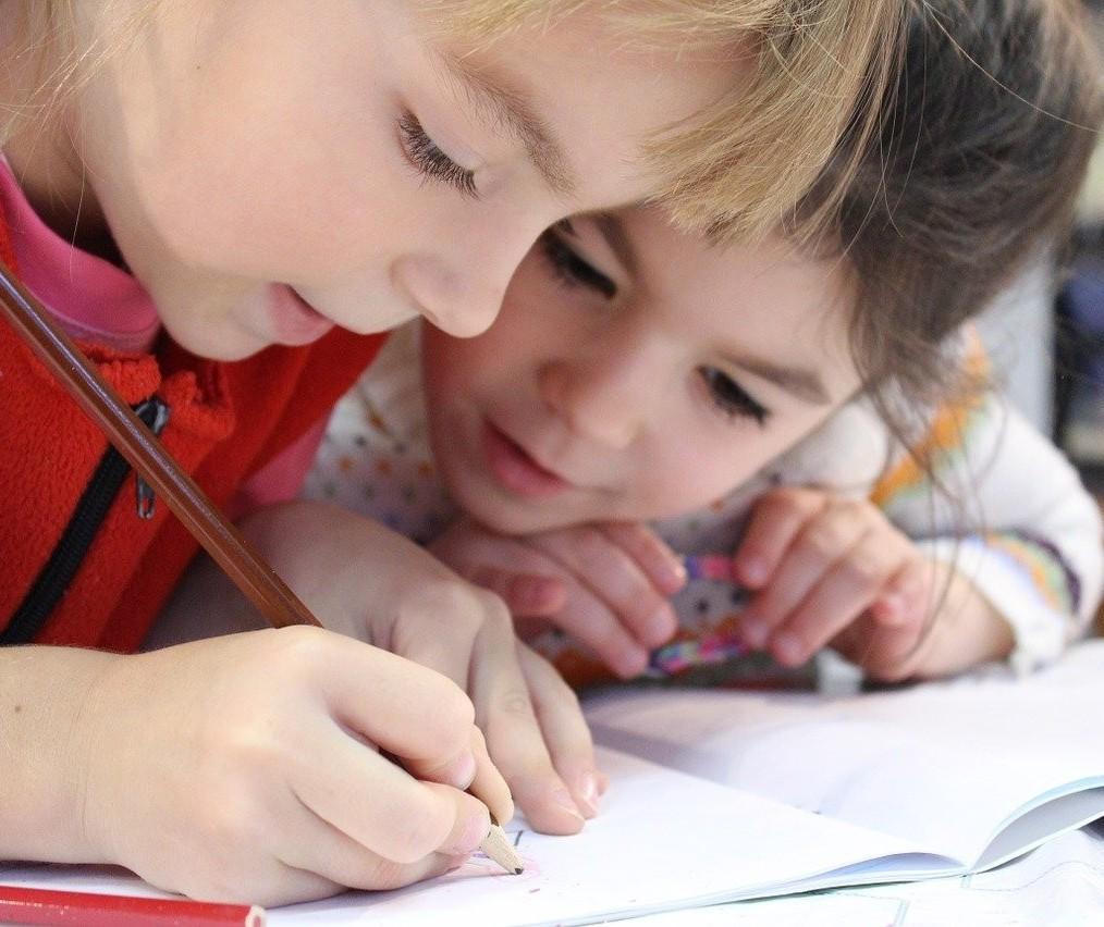 Pais podem ajudar a reduzir as perdas cognitivas no ensino online