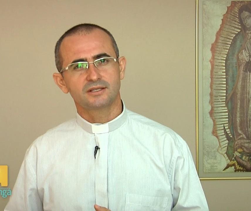 Dificuldades de adequações impedem abertura da paróquia, explica padre
