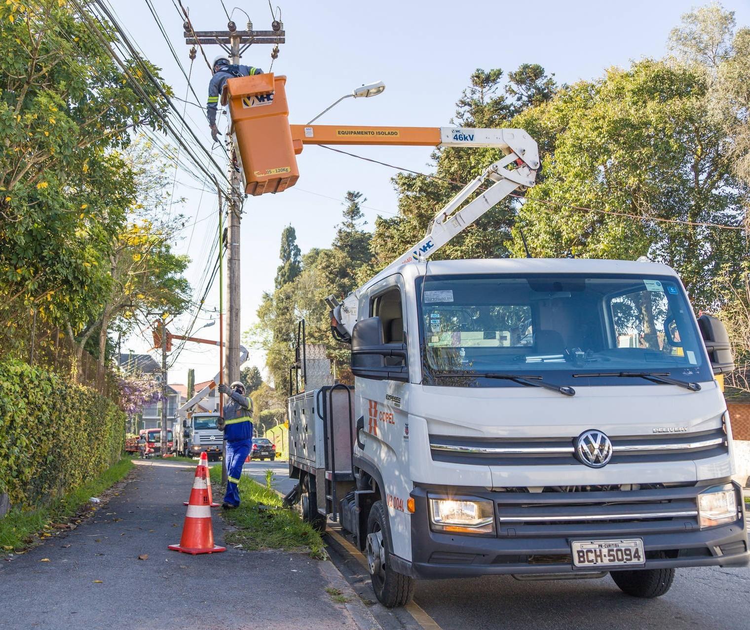 Copel faz mutirão para manutenção e limpeza de redes elétricas neste sábado (14)