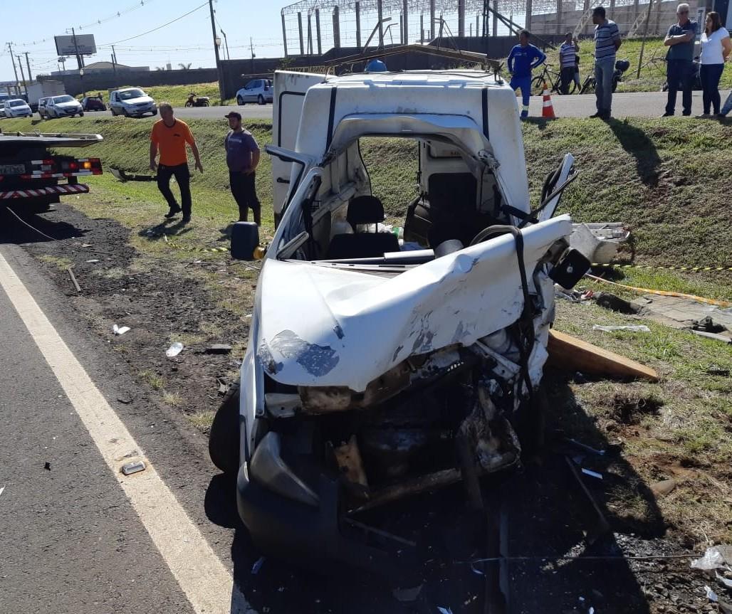 Acidente envolvendo quatro veículos deixa motorista gravemente ferido