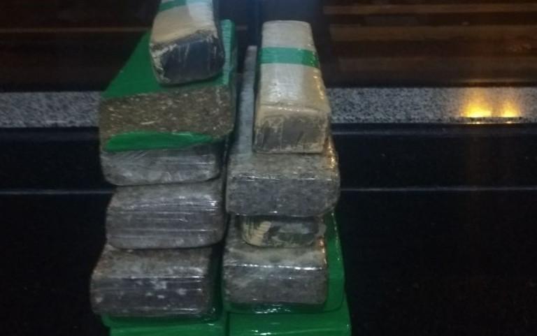 Jovem é preso com 13 tabletes de maconha em ônibus