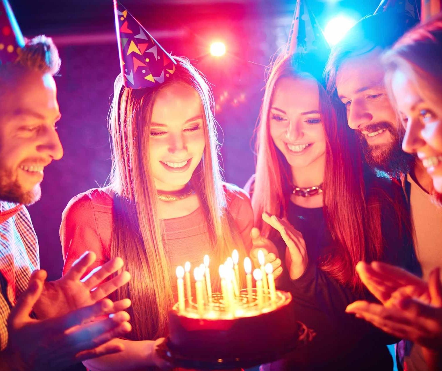 Por que uns comemoram o aniversário e outros não?