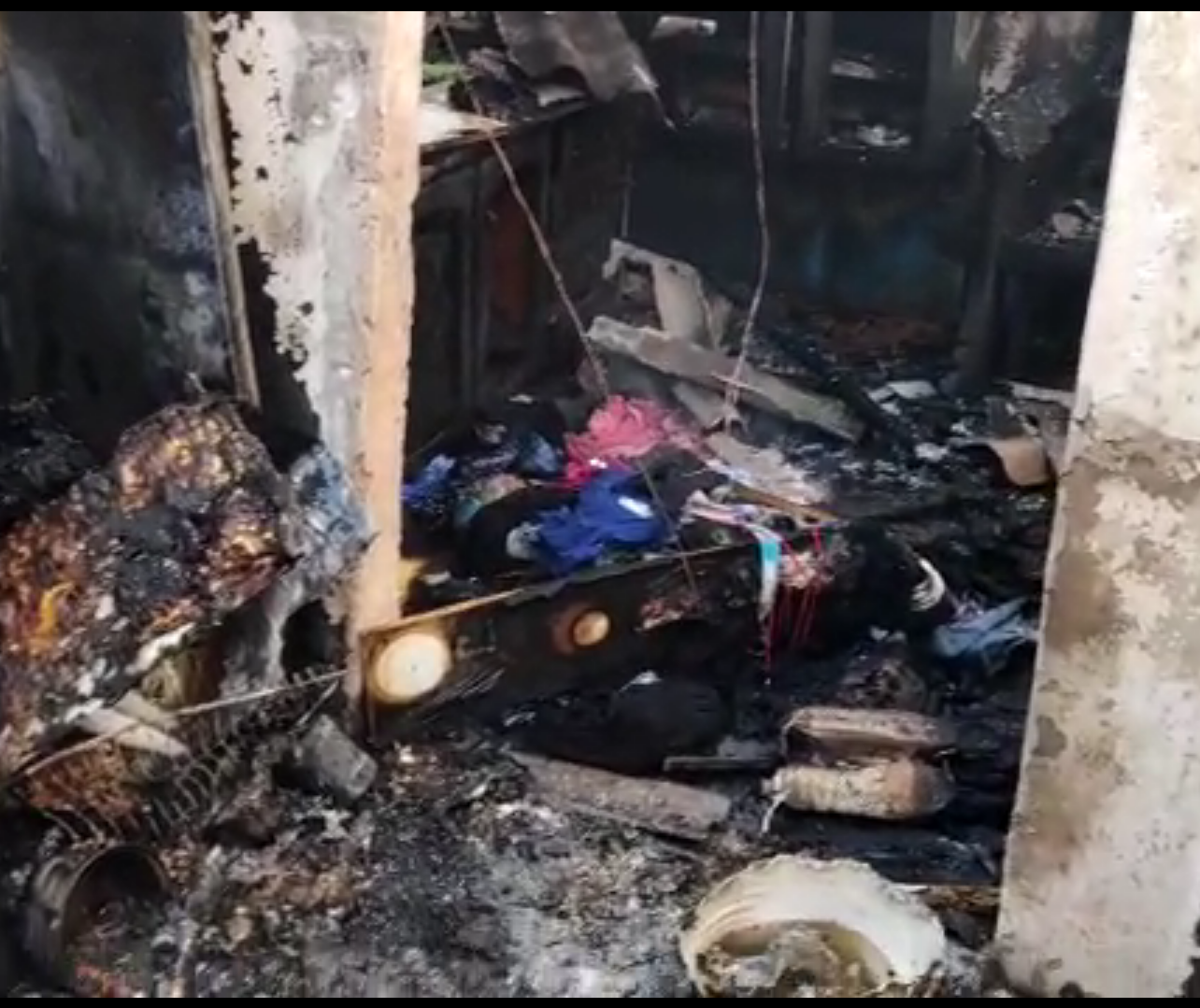 Família perde tudo após casa pegar fogo no Jardim São Silvestre