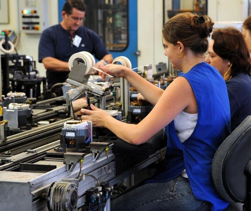 Produção industrial volta a crescer em julho