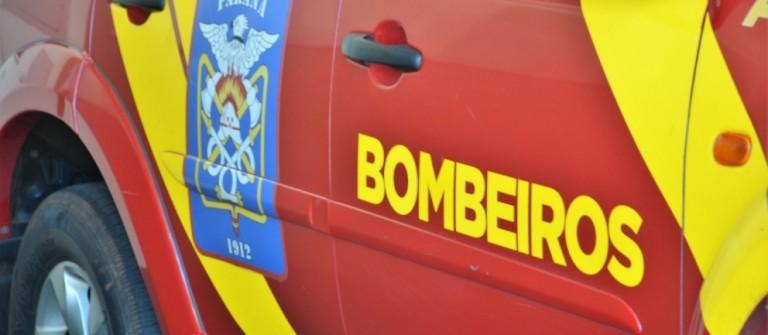 Bombeiros combatem incêndio ambiental de grandes proporções em Maringá