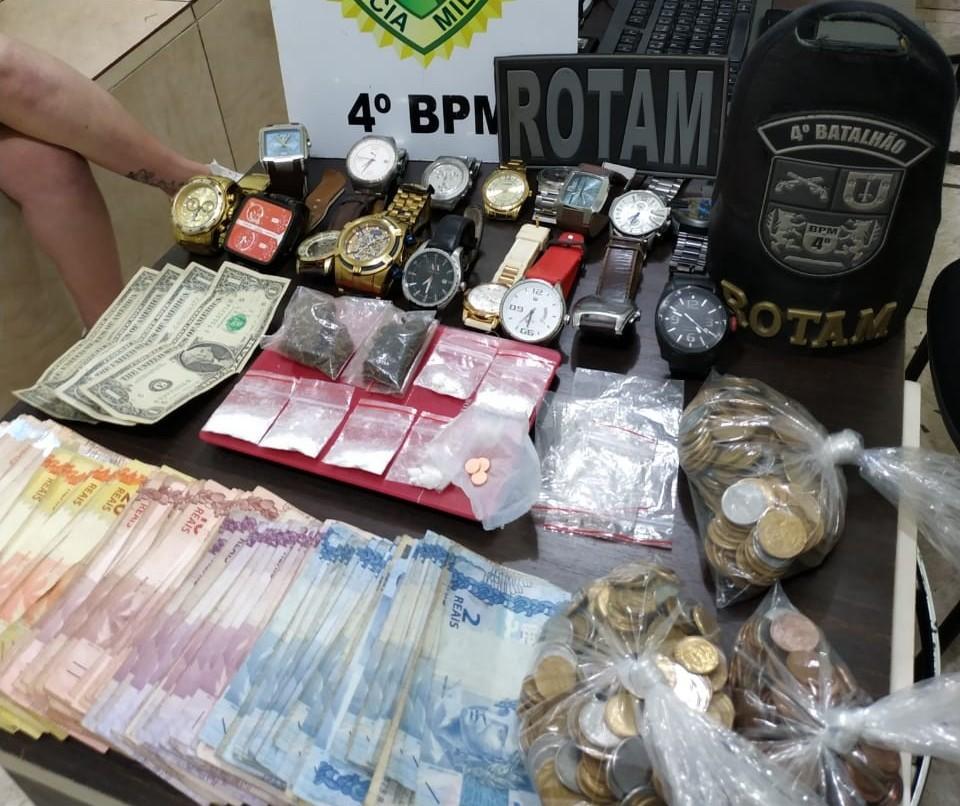 Casal é preso com drogas, dinheiro e relógios