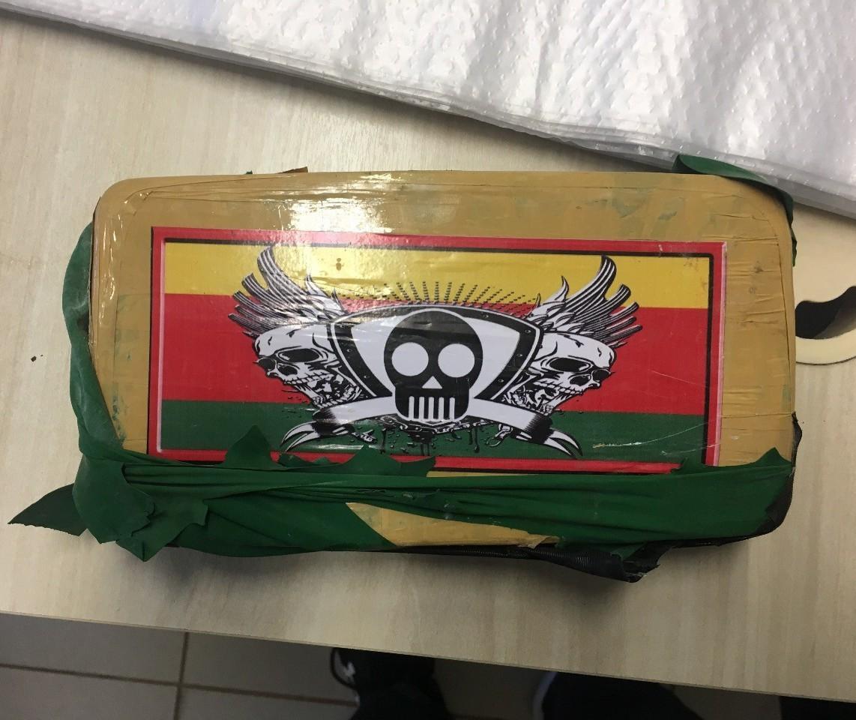 Polícia Federal apreende 63 kg de cocaína escondidos em carro