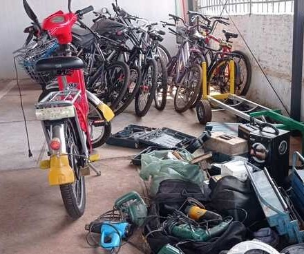 PM de Maringá descobre 'loja' do crime e recupera centenas de equipamentos
