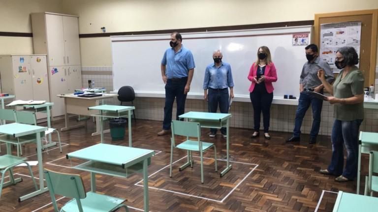 Frente Parlamentar da Educação confere Plano de Contingência para a volta das aulas na rede municipal